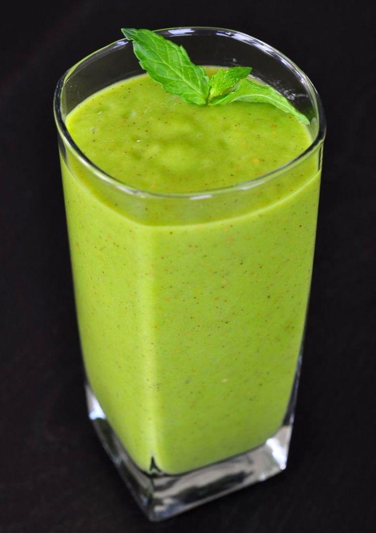 Безалкогольный зеленый коктейль