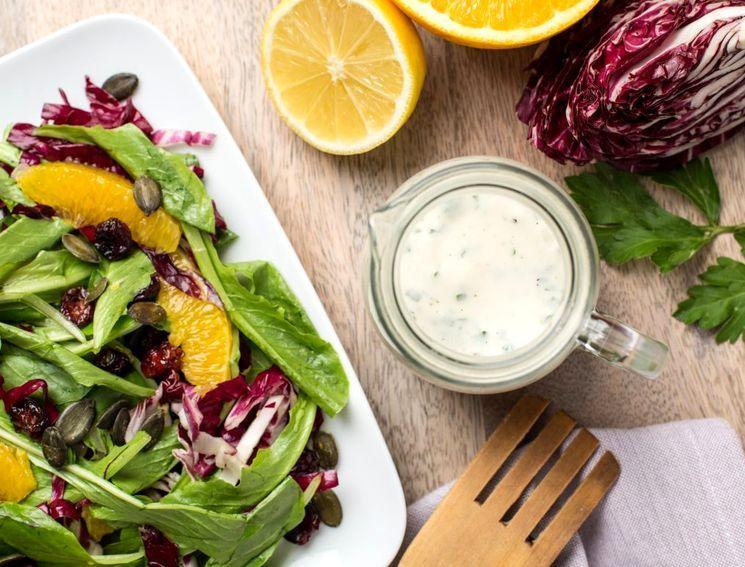 Чем заменить майонез - заправки из йогурта