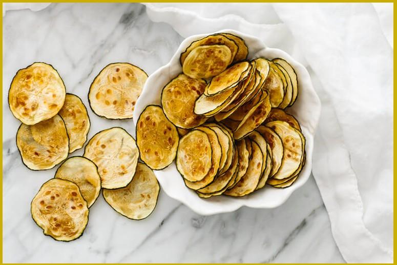 Как готовить чипсы из кабачков в духовке