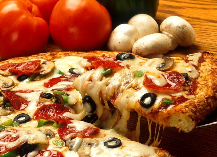 Домашний рецепт пиццы с грибами и салями