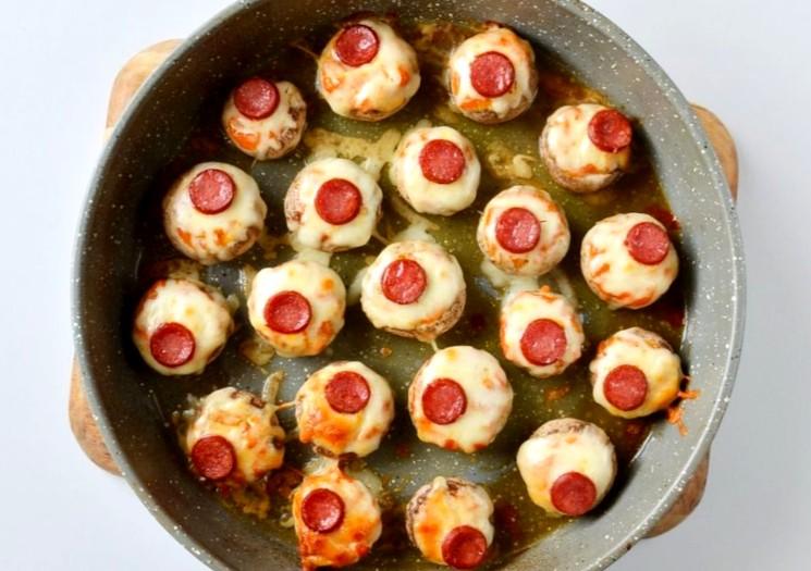 Фаршированные грибы с колбасой и сыром - шаг 4