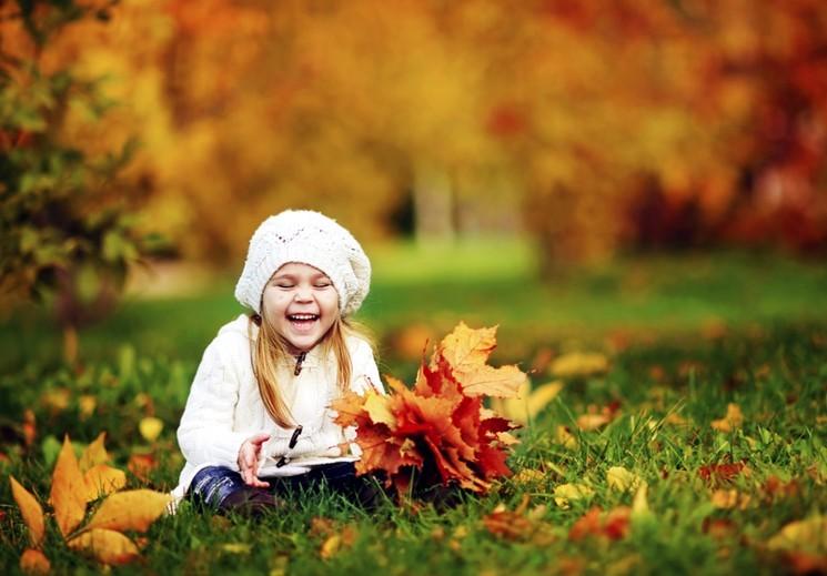 Фотосессия с ребёнком на природе осенняя