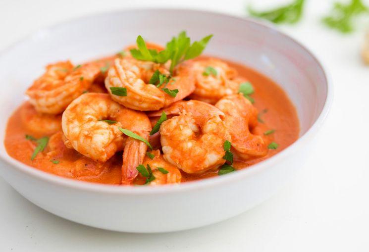 Горячее блюдо - креветки в соусе