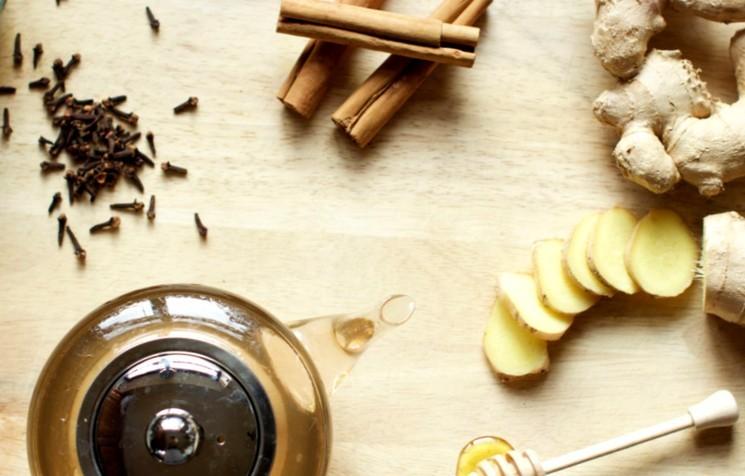Имбирный напиток с перцем и гвоздикой
