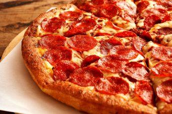 Готовим пиццу Пепперони просто и вкусно