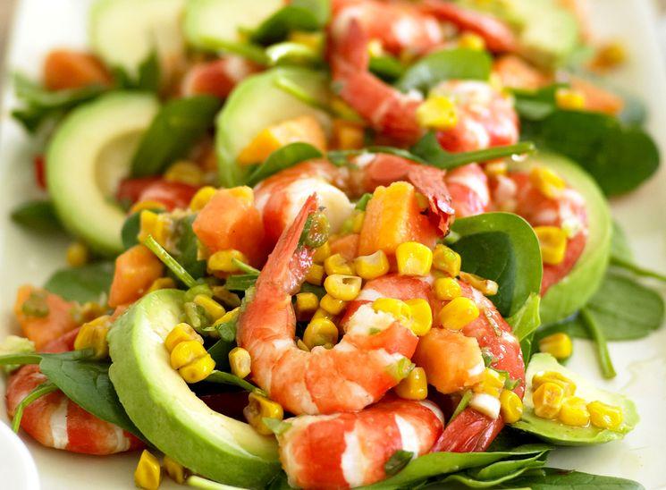 Готовим салат с креветками и авокадо