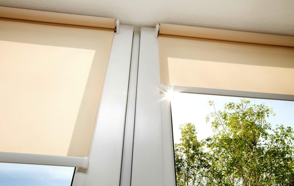 Как почистить рулонные шторы самостоятельно
