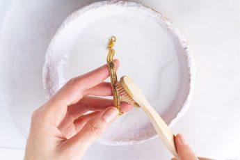 Как почистить золотые украшения в домашних условиях