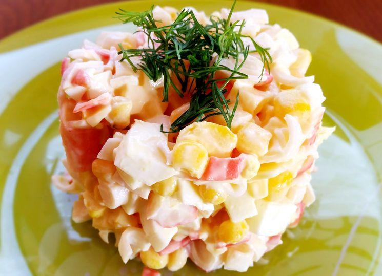 Готовим вкусный салат с крабовыми палочками