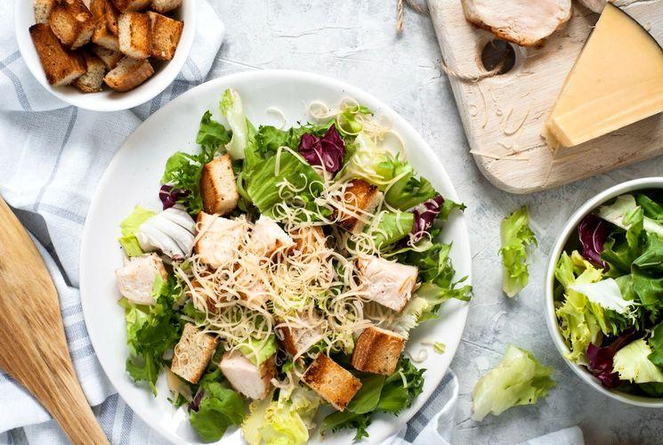 Готовим салат цезарь