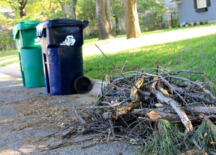 Как вывозят мусор с дачи