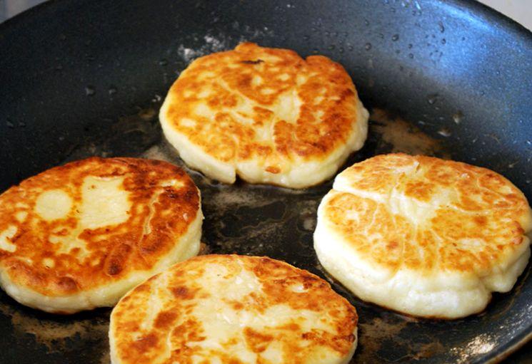 Классические сырники на сковороде