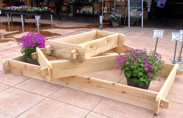 Готовые деревянные вазоны для дачи