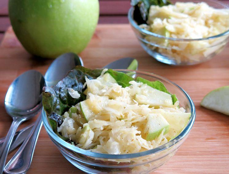 Яблочный рецепт капусты, квашенной на зиму