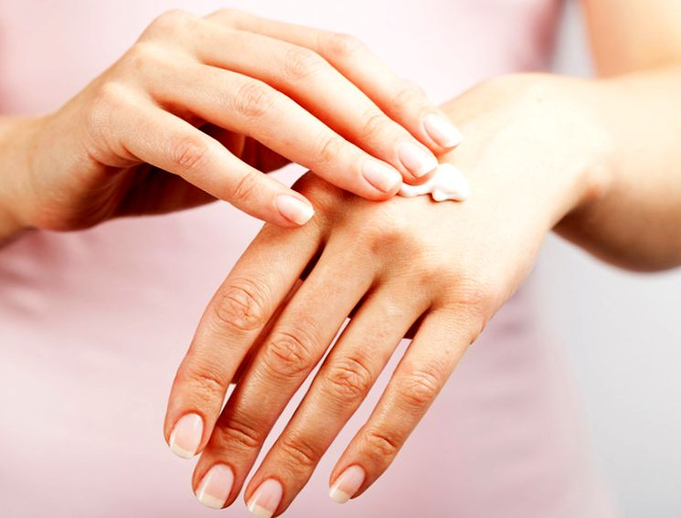 Лечим шелушение кожи рук от мороза