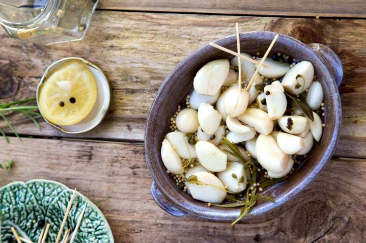 Маринованный чеснок с лимоном и горчицей