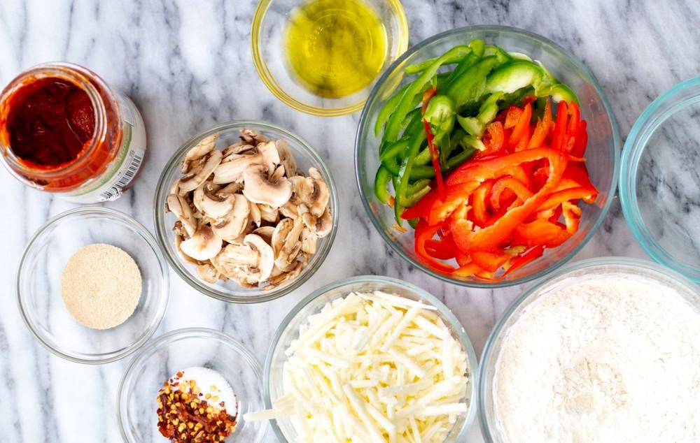 Ингредиенты для домашней пиццы в вафельнице