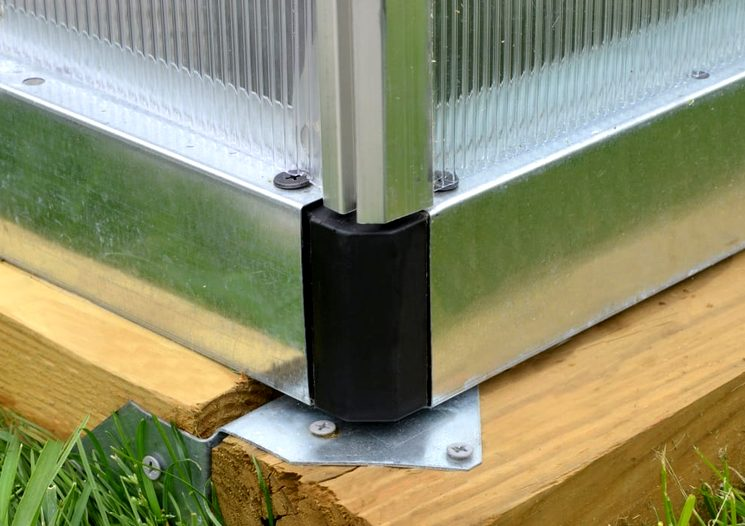 Монтаж теплицы из поликарбоната на брус