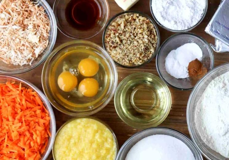 Ингредиенты для морковного торта с ананасом и кокосовой стружкой