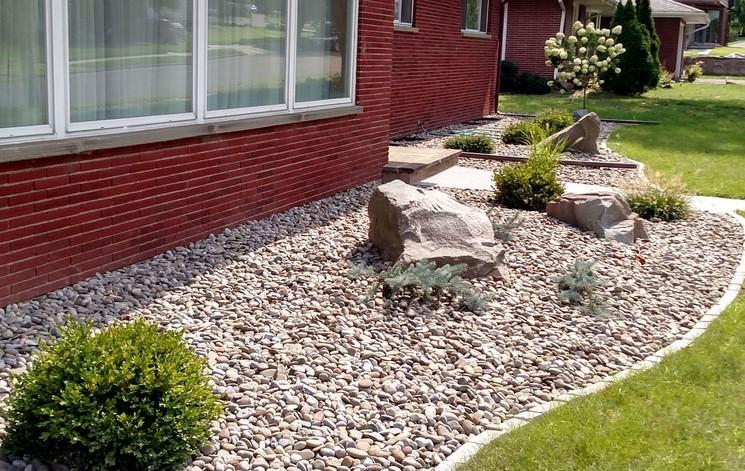 Мульчирование камнями и его особенности
