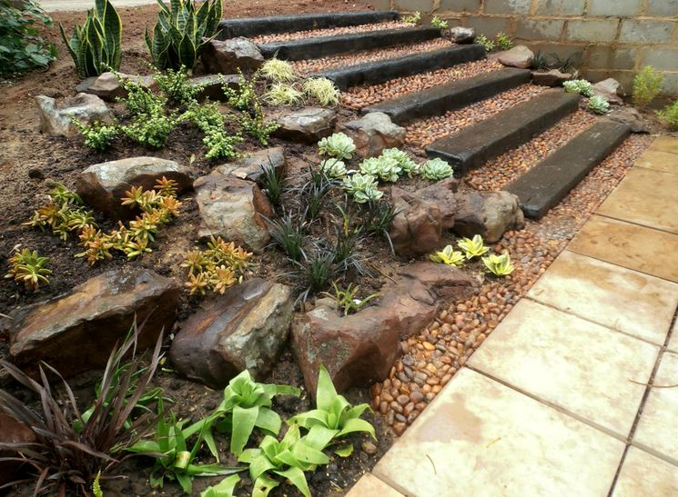 Декорирование ступеней в саду
