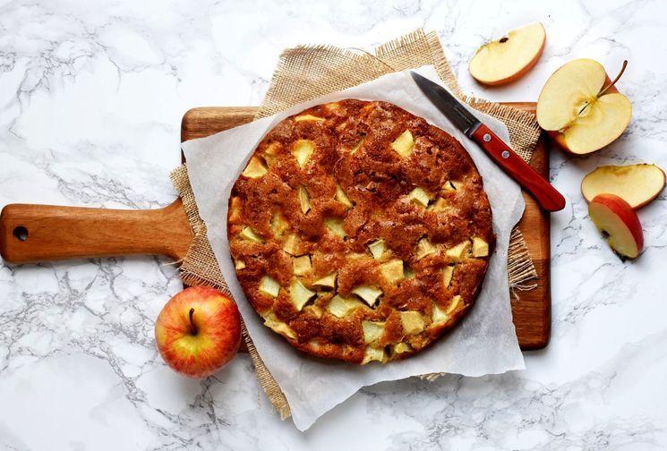 Осенний рецепт шарлотки с яблоками