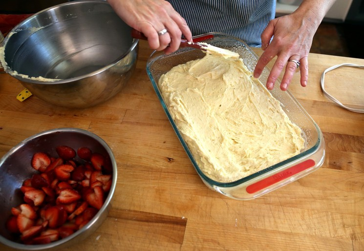 Пирог с клубникой - пошаговый рецепт