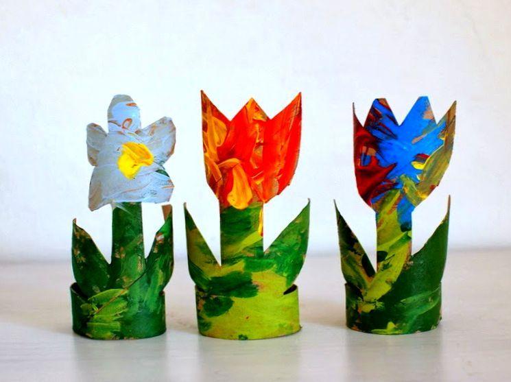 Кактусы и бумажные цветы в горшочках