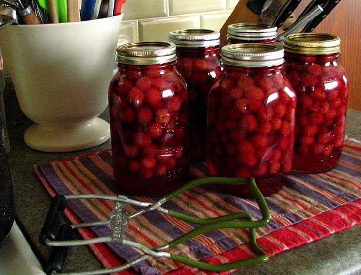 Посуда для варенья из вишни