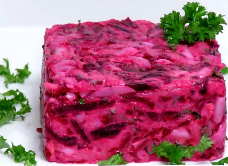 Вкусный и простой салат из свеклы