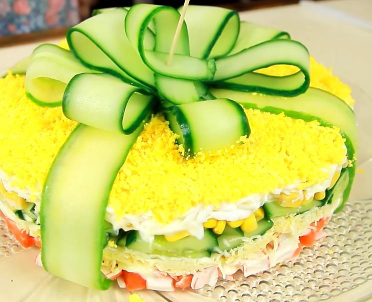 Рецепт салата с крабовыми палочками - красивое оформление салата
