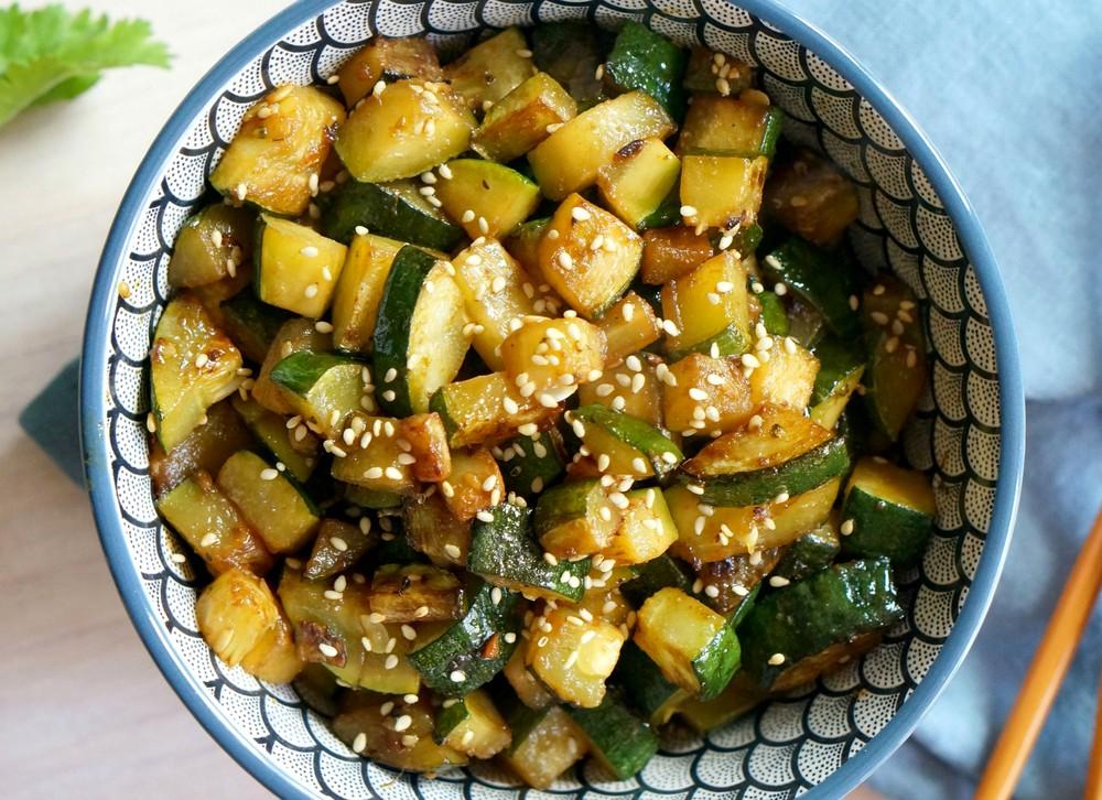 Рецепт острых кабачков Хибачи - готовим цукини по-китайски