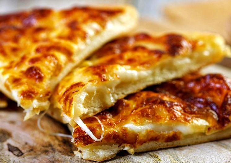 Готовим хачапури с сыром и брынзой