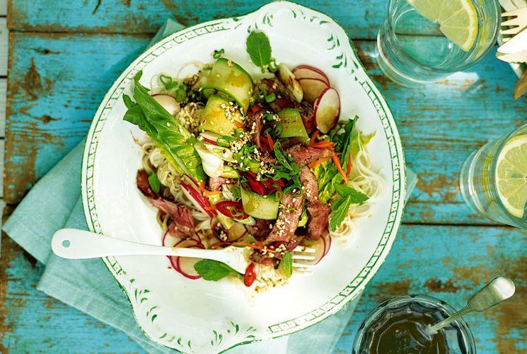 Готовим сочный мясной салат без майонеза