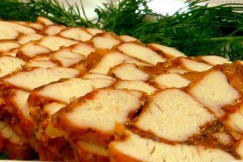 Мраморная мясная закуска из курятины