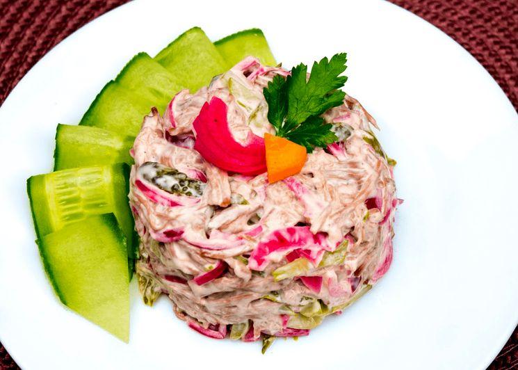 Готовим мясной салат к новогоднему столу