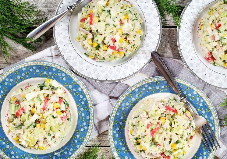 Классический рецепт салата с крабовыми палочками