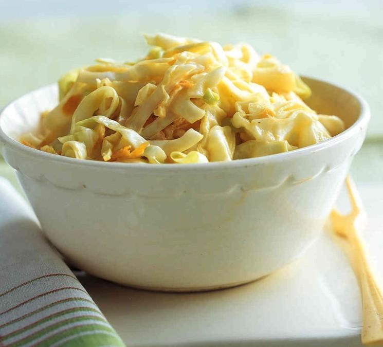 Рецепт салата из свежей капусты, куриного филе и ячного блина