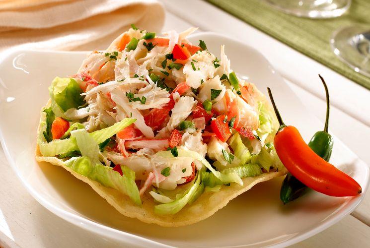 Четыре крабовых салата и способы их сервировки