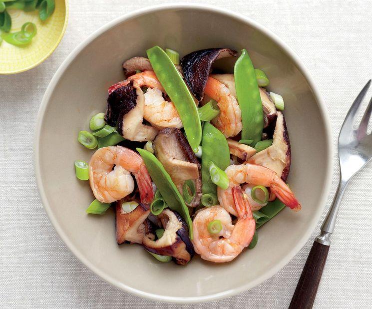 Рецепт салата с креветками и грибами