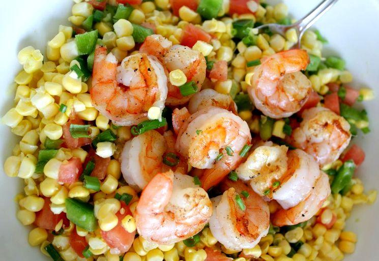 Рецепт салата с креветками и консервированной кукурузой