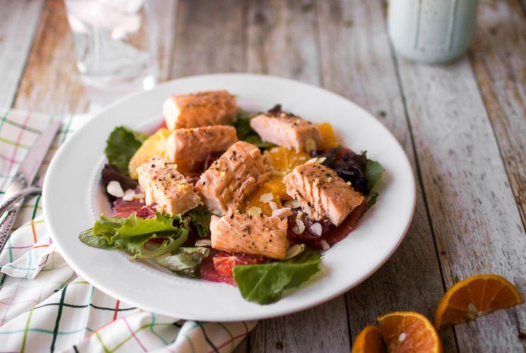 Готовим полезную еду - рецепт салата с лососем