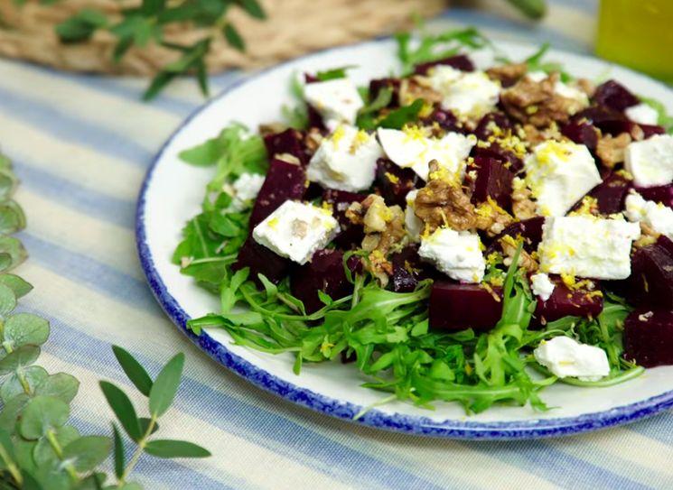Салат из свеклы с сыром фетакса