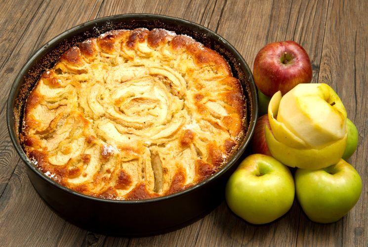 рецепт шарлотки на кефирном тесте с яблоками