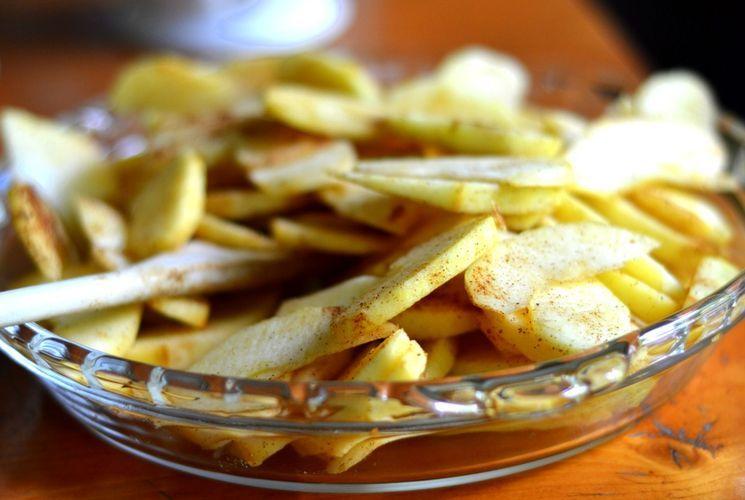 Рецепт шарлотки с яблоками и безе