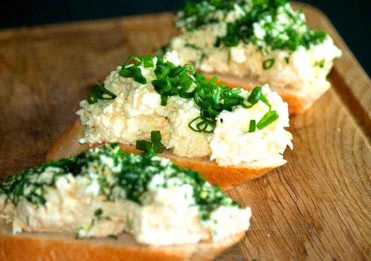 Рецепт сырного салата с чесноком и майонезом
