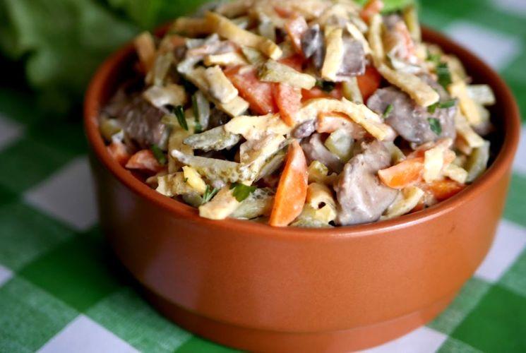 Рецепт вкусного салата с куриной печенью