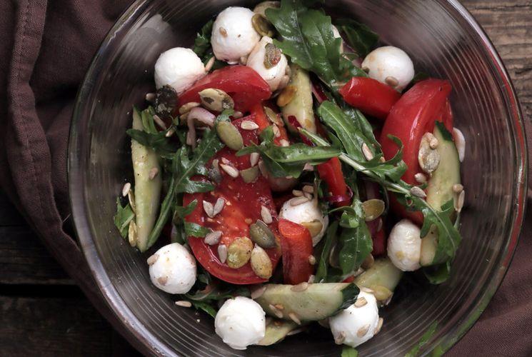 Рецепт очень вкусного салата с Моцарелла