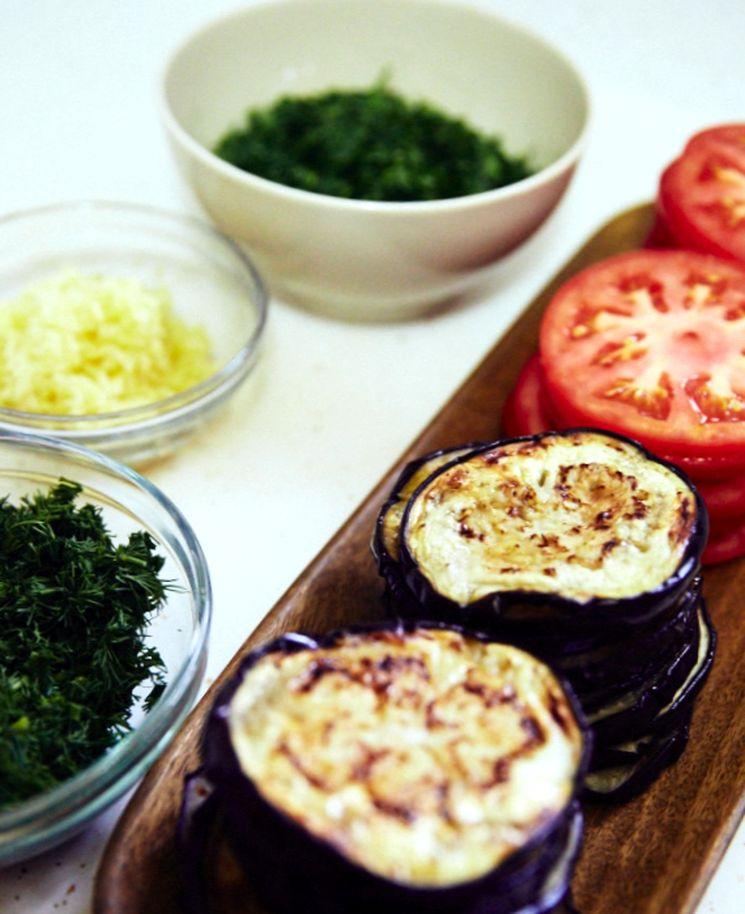 Рецепт жареных баклажан с помидорами
