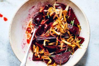 Необычный салат из свеклы с грибами и луком - пошаговый рецепт